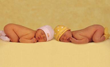 新生宝宝睡觉哪种姿势好?