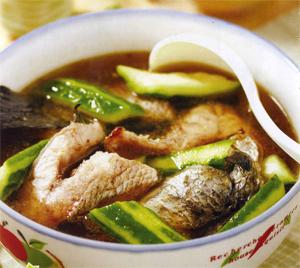 产后补气生乳:乌鱼丝瓜汤