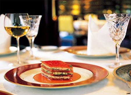 卢布松的名菜 蟹肉蕃茄千层