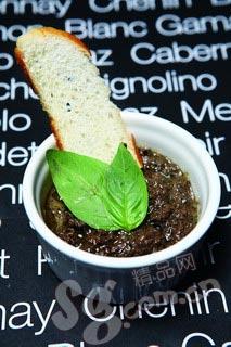 黑橄榄酱配意大利香草面包