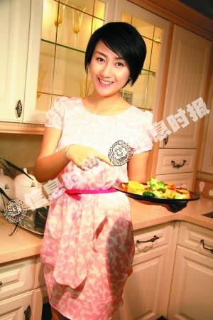 美女厨房西兰花烧豆腐