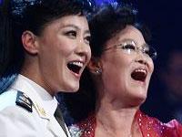 谭晶与母亲首次同台献歌
