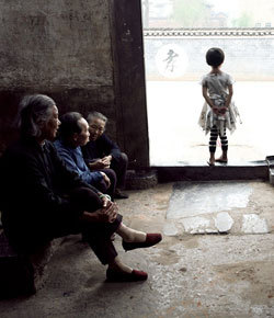 湖南板梁村只剩老人跟孩子