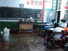 """学校教室变成""""水帘洞"""""""
