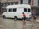 图片记录暴雨下的武汉