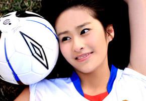 颖儿:迎接世界杯变身成足球宝贝
