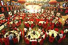 实拍:红色激情大食堂