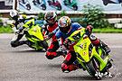 风驰电掣的摩托车赛场
