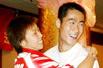 视频:张怡宁、王励勤羞涩合唱情歌
