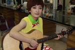 她和她著名的吉他