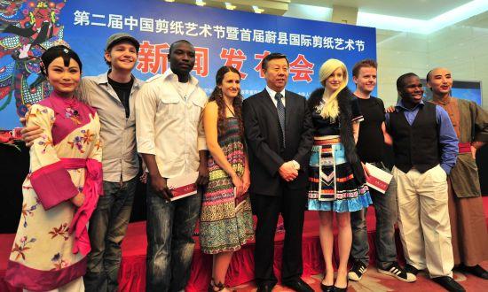"""第二届""""中国剪纸艺术节""""新闻发布会在京举行"""