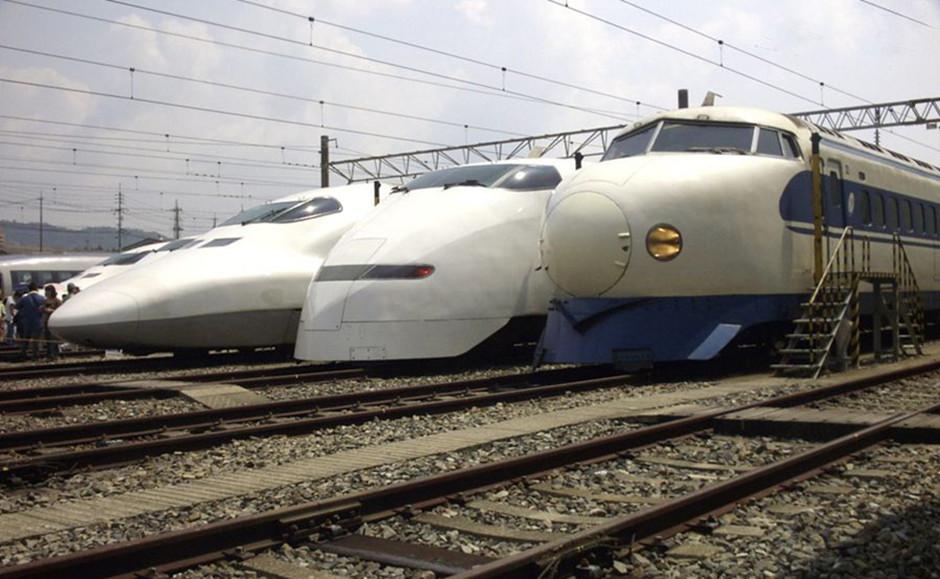 """日本新干线""""子弹列车"""""""