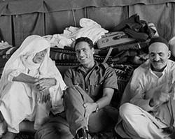 革命胜利后的卡扎菲开怀大笑