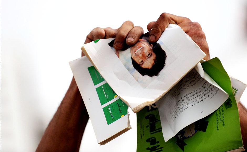 """图片故事:""""寡人""""卡扎菲之死"""
