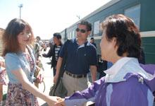 驻蒙古使馆人员到站迎接此次世界语亚洲年活动的中国嘉宾团