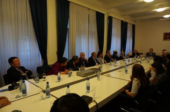 中国世界和平基金会一行与黑山首都波德戈里察市市长会谈