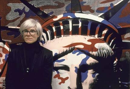 沃霍尔在自由女神创作前的照片