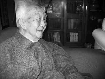 杨宪益先生近影 (图片来源:人民日报)