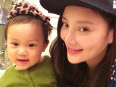 李小璐不受传闻影响 带女儿开心度母亲节