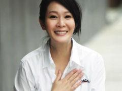 刘若英怀子7个月 巧遮孕肚盘腿瑜伽
