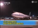 现场习近平彭丽媛抵新西兰 挽手走下飞机