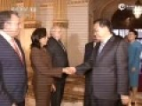 李克强偕夫人访问秘鲁 军乐队用中文高唱国歌