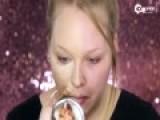荷兰女孩化半面妆走红 左右脸判若两人