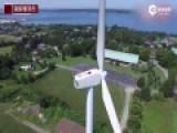 震撼航拍:男子躺60米高风力发电机顶晒日光浴