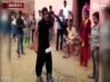印度女子睡着遭性骚扰 当街怒扇色魔耳光
