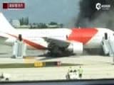 现场:美国载百人波音客机起火 至少15人受伤