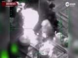 俄军轰炸IS摧毁炼油厂 现场浓烟滚滚
