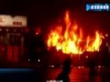 广西柳州一公交起火燃烧 已致10人受伤