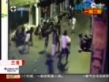 监拍三亚10余人街头持刀群殴 一男子当场被刺死