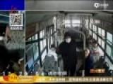 监拍老人公交车内当众大便 上车乘客被吓跑