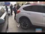 奇葩女司机倒车撞奥迪 反指对方讹钱再呛声交警