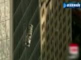"""清洁工被""""挂""""世贸大楼高空 百名警员施救"""