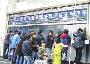 南宁各火车站启用民工售票专窗 可优先订团体票