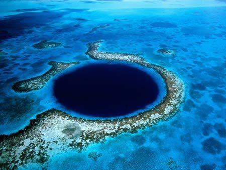 大蓝洞是一个闻名遐迩的潜水胜地