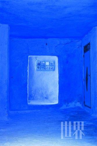 菲斯旧城,随处都可以看到镶贴着蓝色马赛克的建筑或室内装饰