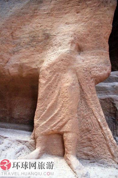被时间埋葬的佩特拉雕像