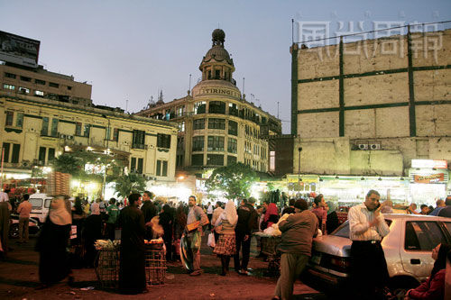 开罗阿塔巴广场夜市。