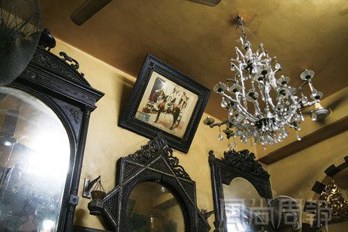 费萨维咖啡馆老主人骑马靓照。