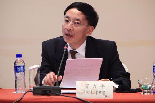 """由中国国际经济交流中心主办的""""第二届全球智库峰会""""于2011年6月25-26日在北京召开,主题为""""全球经济治理:共同责任""""。图为北京师范大学经济学院教授贺力平。 图片来源:新浪财经"""