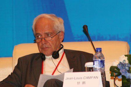 """由中国国际经济交流中心主办的""""第二届全球智库峰会""""于2011年6月25-26日在北京召开,主题为""""全球经济治理:共同责任""""。图为法国 VVR International 公司投资人及高级科技顾问 Jean-Louis CAMPAN。 图片来源:新浪财经"""