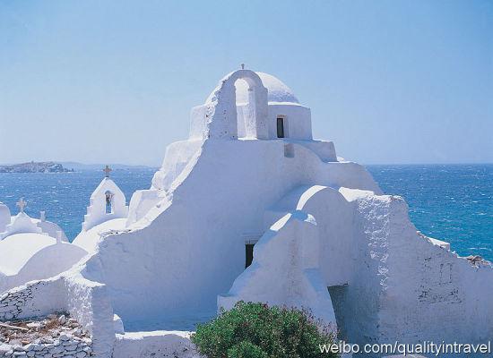 希腊小岛上有时候会碰到这样的小教堂
