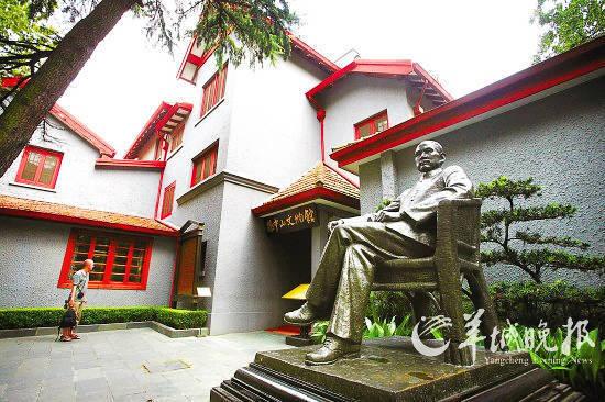 上海,位于卢湾区香山路7号的孙中山故居,院内为孙中山先生雕像。 (周俊祥摄 东方IC)