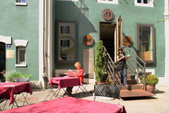 瑞士西北部拉绍德封(La Chaux-de-Fonds)的小咖啡馆