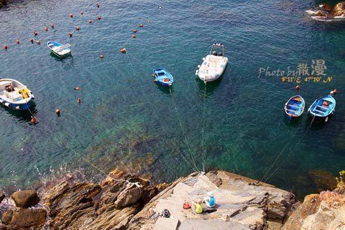 五渔村的海边渔船 摄影:散漫