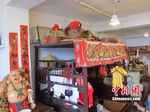图为台湾九份老街的民间博物馆内中国式喜床。韩胜宝 摄