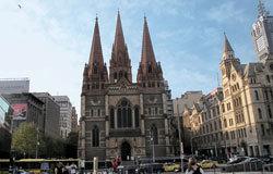 """墨尔本街头着名的""""圣保罗大教堂""""。"""